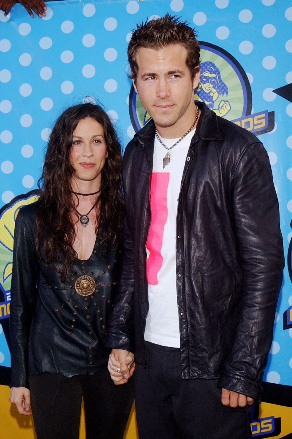 130256-alanis-morrisette-and-ryan-reynolds