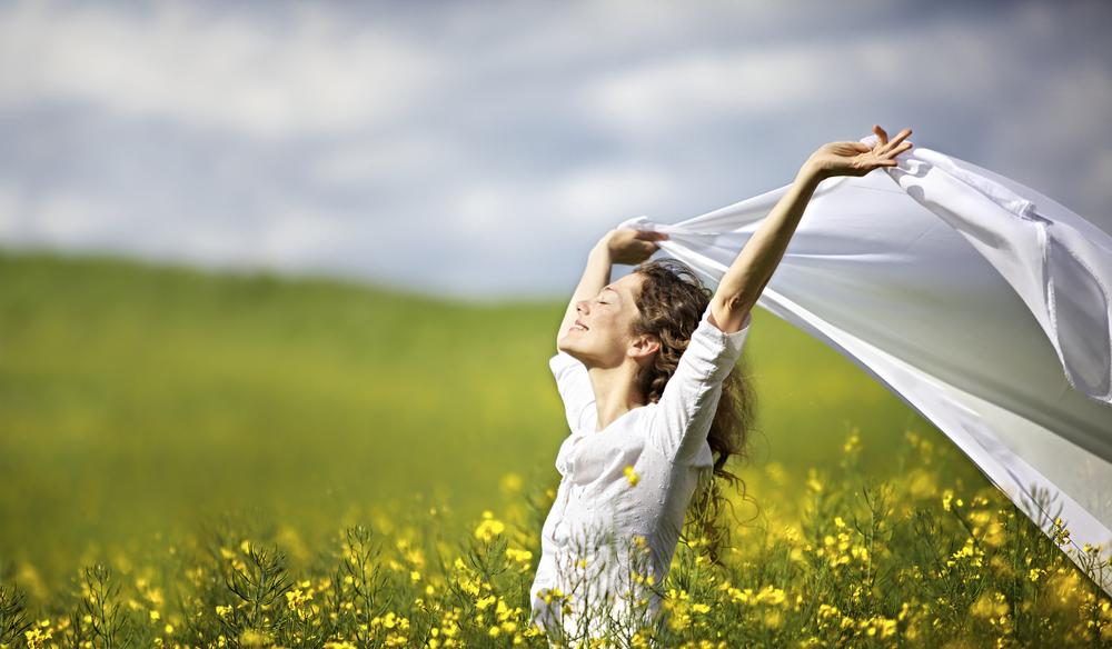 woman-yello-grass-happy