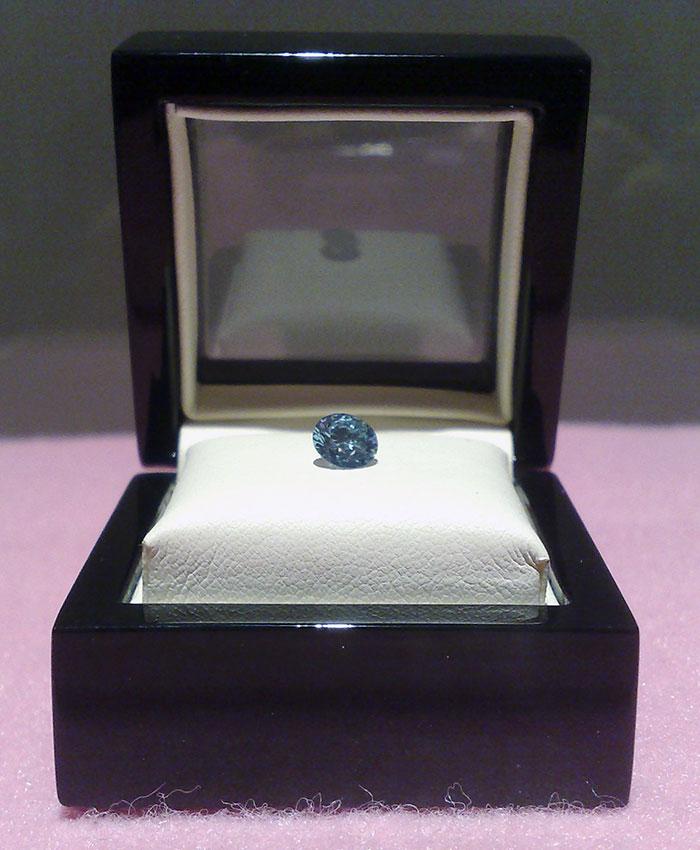 memorial-diamond-cremation-ashes-algordanza-1