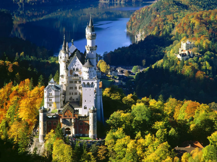 Neuschwanstein-Castle-fall