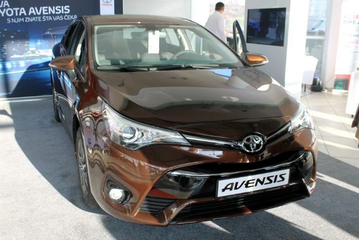 Toyota Avensis (2)