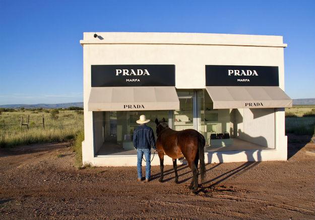 Instalacija Prada Marfa, Texsas, 2005.