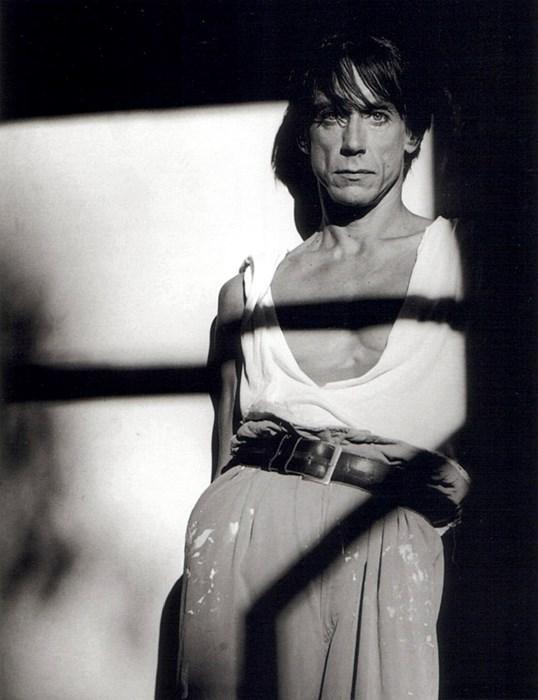 koketiranje sa ženstvenošću /  1987. / foto_Greg Gorman