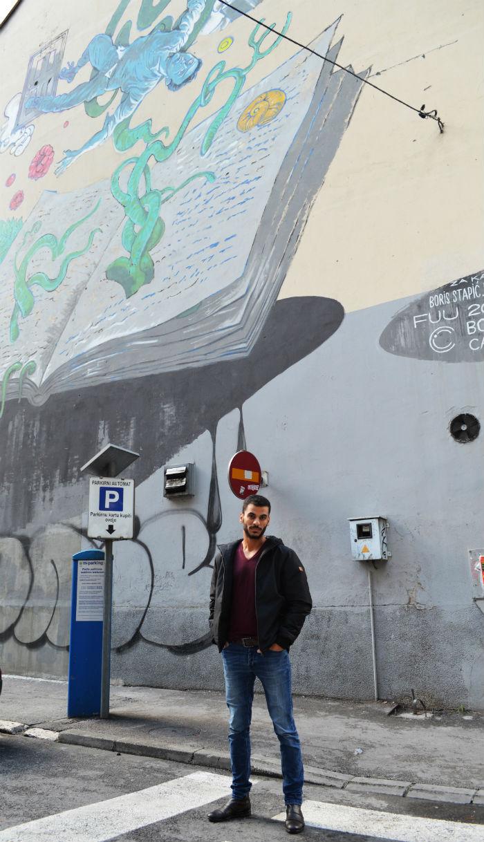 Mohamad Al Refai / u pozadini mural posvećen Karimu Zaimoviću / foto_Ivana Belančić