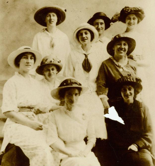 Avon ladies / 1902.