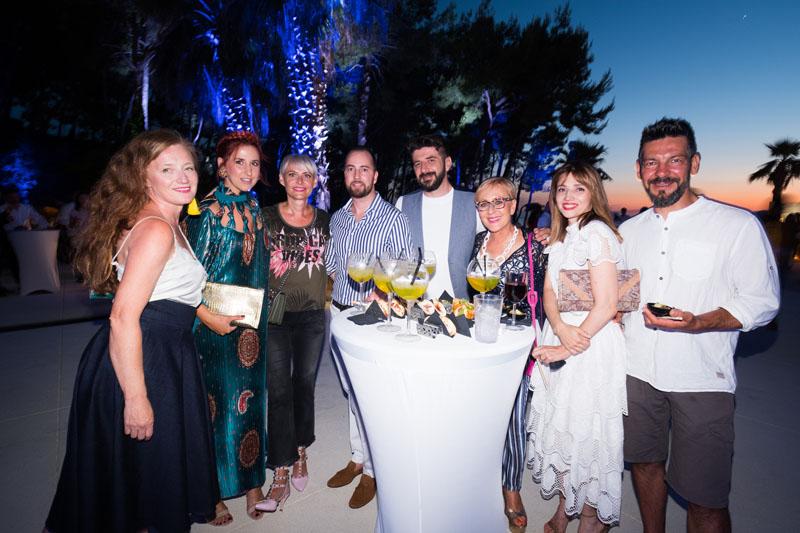 Sandra i Ivan Ledenko, Marija i Jurica Pirić. Neda Makjanić Kunić s prijateljima