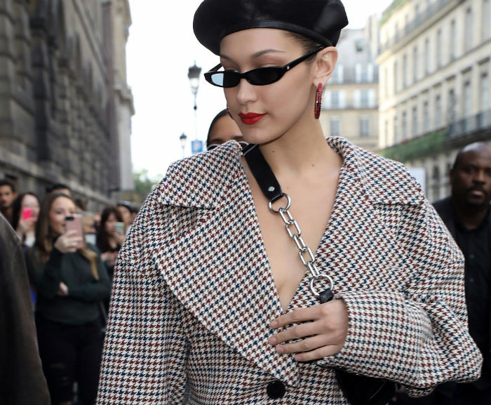 Bella-Hadid-micro-sunglasses-and-beret