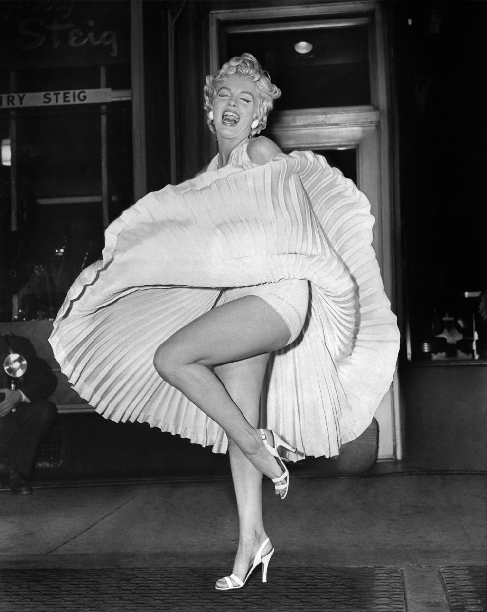 sam-shaw-marilyn-monroe-flying-skirt-6