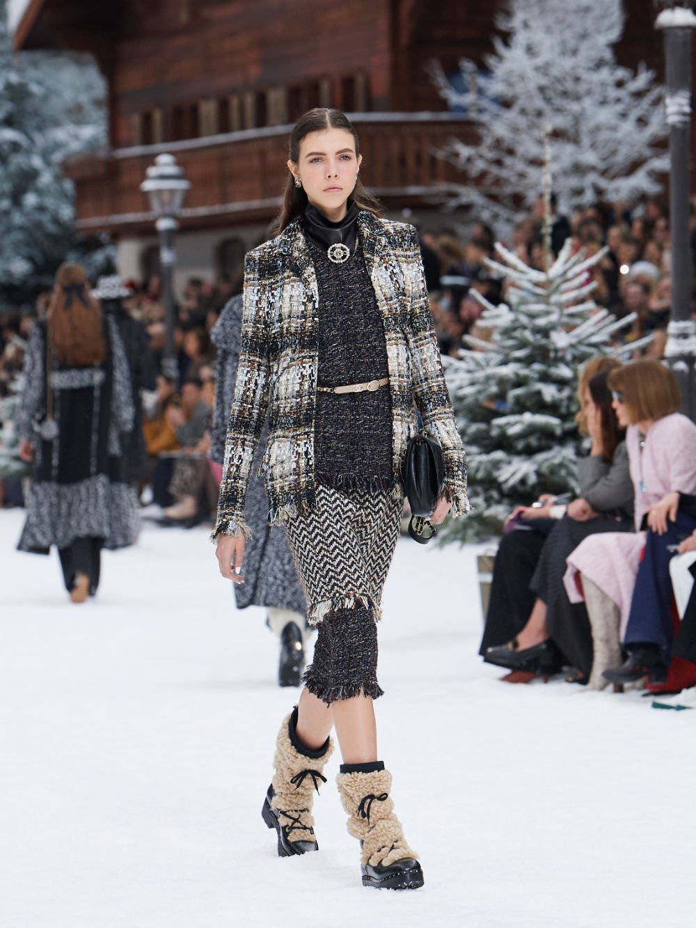 FALL-WINTER 201920 READY-TO-WEAR COLLECTION (14)