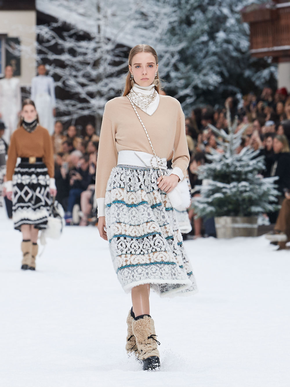 FALL-WINTER 201920 READY-TO-WEAR COLLECTION (17)