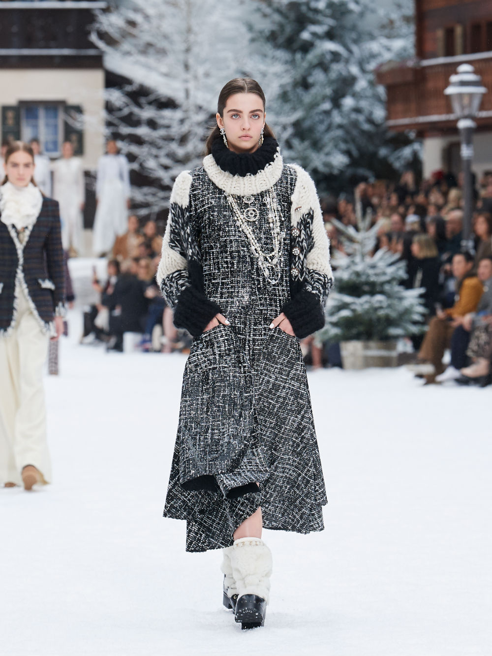 FALL-WINTER 201920 READY-TO-WEAR COLLECTION (21)