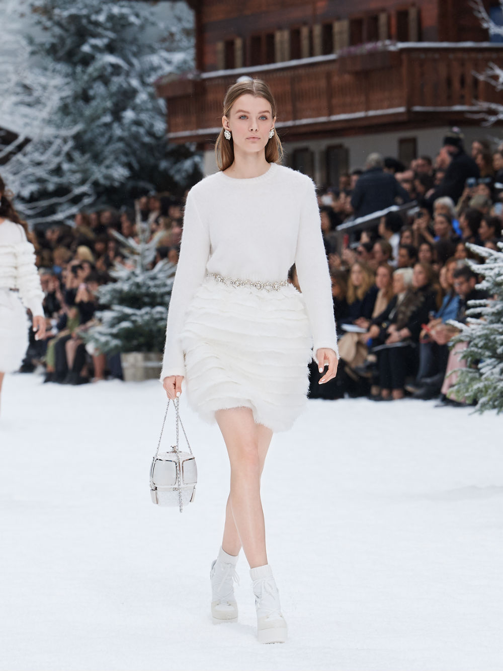 FALL-WINTER 201920 READY-TO-WEAR COLLECTION (49)