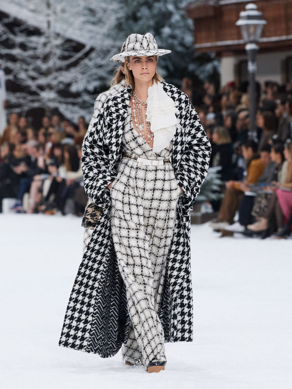 FALL-WINTER 201920 READY-TO-WEAR COLLECTION