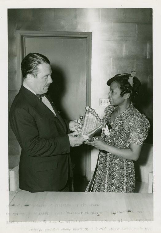 Savage i Grover Whalen, organizator Svjetskog sajma