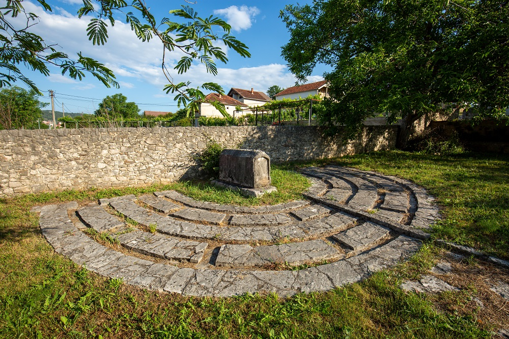 Grob Moshe Danona